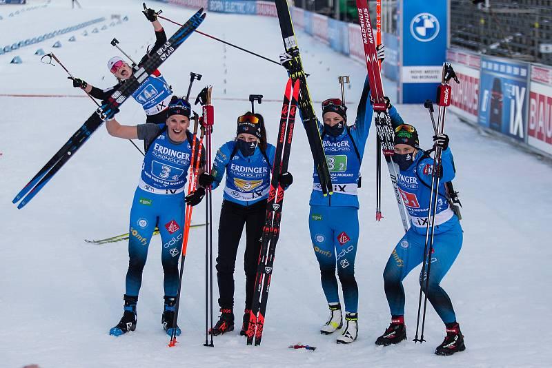 Tým Francie který se umístil na třetím místě v závodu - štafety 4x6 km ženy.