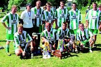Už podruhé v řadě zvedli ve Skleném nad Oslavou nad hlavu pohár pro vítěze hráči Radenic.