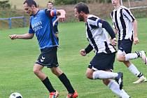 Fotbalisté Herálce (u míče) ve východní skupině I. A třídy.