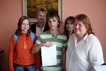 Více než dvanáct set korun vybrali ve 3. základní škole ve Žďáře žáci 8. B.