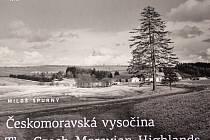 Nová kniha, kterou v letošním roce vydalo nakladatelství Fotep, je k dostání v knihkupectvích. Zachycuje krajinu Českomoravské vrchoviny před půl stoletím.