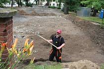 """""""Je tu toho dost. Co jsme našli, odkládáme ,"""" řekl stavební dělník Alexej Jaroš."""