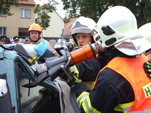 Soutěž HZS Kraje Vysočina ve vyprošťování osob z havarovaných vozidel ve Velké Bíteši.