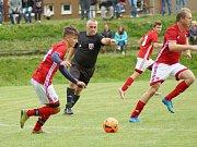 Ve šlágru 5. kola východní skupiny I. B třídy přivítal Štěpánov (v oranžovém) fotbalisty z nedaleké Nedvědice (v červeném). Šťastnější byli po výhře 3:2 domácí Železáři.