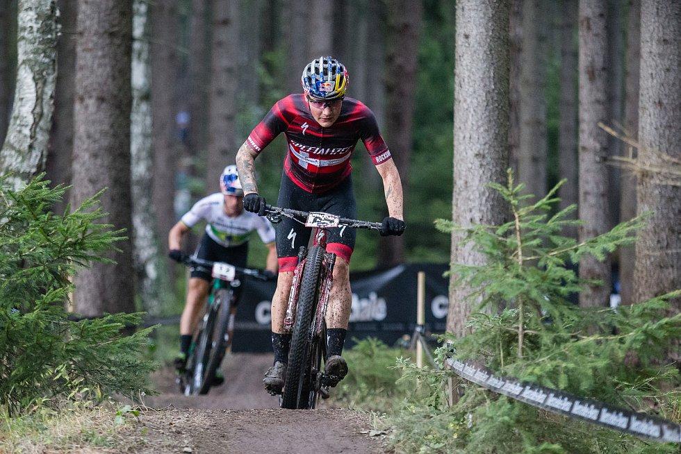 Simon Andreassen vítěz závodu Světového poháru v kategorie mužů Elite v cross country horských kol v Novém Městě na Moravě.
