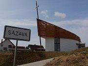 Kaple Panny Marie Karmelské stojí na okraji obce Sázava na Žďársku. K jejímu vysvěcení biskupem Janem Vokálem dojde v neděli 16. září.