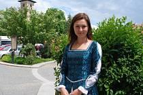 Průvodkyně Marie Měcháčková bude provázet místní i návštěvníky centrem města v šatech z období renesance.
