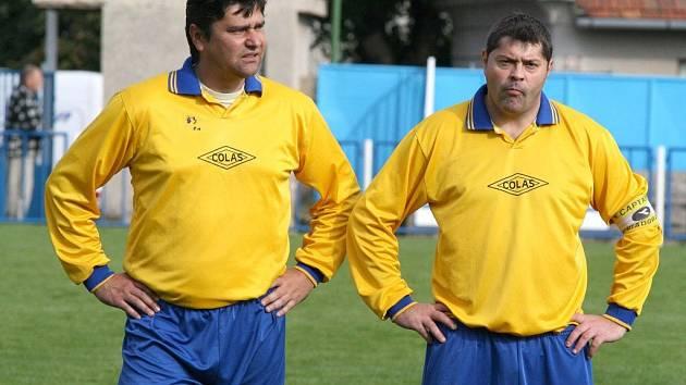 Hru Křoví řídí dva zkušení matadoři. Marcel Cupák (vlevo) a Martin Šustáček jsou stěžejními hráči nováčka I. B třídy. Týmu ovšem ke konci podzimu dochází dech.