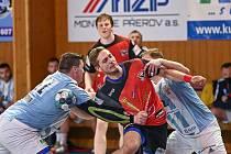 V sobotním odpoledni doma házenkáři Nového Veselí (v červených dresech) poměří své síly s KP Brno.