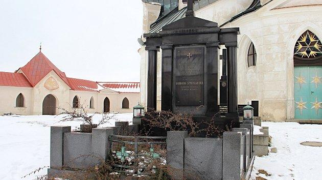 Druhým z hrobů, jehož přesun na nový hřbitov uhradí žďárská radnice, je hrob rodiny Smeykalových.