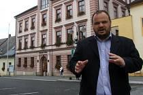 V Novém Městě na Moravě vyhrála komunální volby ČSSD. To udrželo ve funkci dosavadního starostu Michala Šmardu, nepřímo ale i další politiky sociální demokracie a stran staré koalice. Jejich práci obyvatelé ve volbách ocenili.