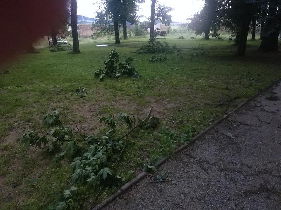 Páteční bouřka poničila i zámecký park ve Větrném Jeníkově