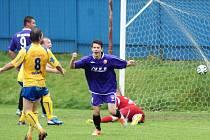 O úvodní gól domácích se postaral Lubor Trojánek. Radost měl obrovskou.