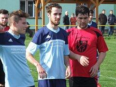 Koutecký kanonýr Miloš Neumann (v červeném) v posledním utkání na půdě žďárské rezervy přispěl k vítězství svého týmu hattrickem.