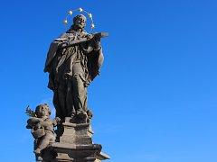Stav sochy svatého Jana Nepomuckého ve Vojnově Městci po komplexním zrestaurování.