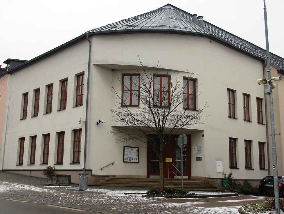 Bývalá budova Všeobecné zdravotní pojišťovny se mění na základní uměleckou školu.