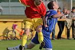 Jedním z tahounů týmu byl také futsalový reprezentant Roman Mareš. (v červeném)