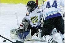 Branku Velkého Meziříčí hájil v nedělním derby s Pelhřimovem Petr Hrachovina, novou jedničkou Horáckého hokejového klubu by se však měl stát Tomáš Malý.