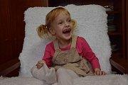 Natálku si rodiče z porodnice odváželi jako zdravé miminko, později u ní ale bylo zjištěno onemocnění dětskou mozkovou obrnou. Díky speciálním terapiím se ale její stav lepší. Foto: archiv rodiny Urbanových