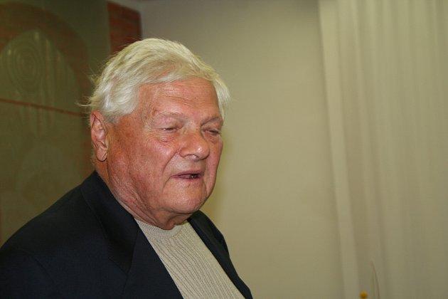 Jiří Brady  do Nového Města na Moravě rád a často jezdil, měl tam spoustu přátel a vroce 2009mu bylo městem uděleno ičestné občanství.
