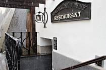 Radniční restauraci se městu stále nedaří pronajmout.