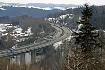 Protihluková stěna na dálnici D1 u Velkého Meziříčí.