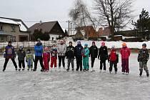 Ledová plocha rokytenského rybníka posloužila členům místního sboru dobrovolných hasičů k uspořádání soutěží pro děti. Ty si tak mohly vyzkoušet rychlobruslení, krasobruslení i práci hokejového útočníka.