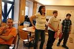 Mladí včelaři z Bobrové přivezli malou pozornost dárcům krve.