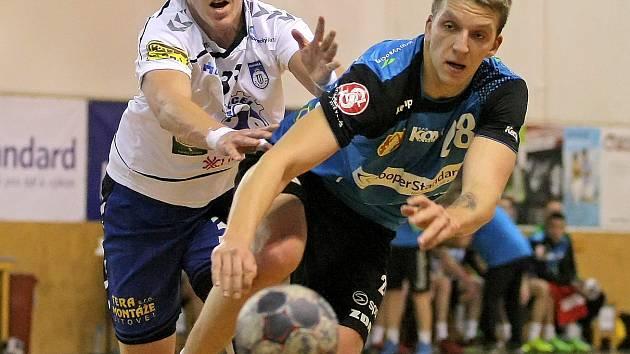 Takto bojoval Daniel Zourek (v modrém dresu) v extraligových bitvách v dresu Nového Veselí.