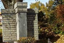 Opravený pomník ve Svratce