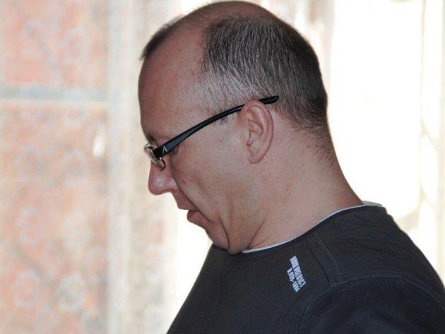 Krajský soud v Brně už podruhé poslal Roberta Lichtenberga na dvacet let do vězení. Rozsudek není pravomocný, recidivista se na místě odvolal.
