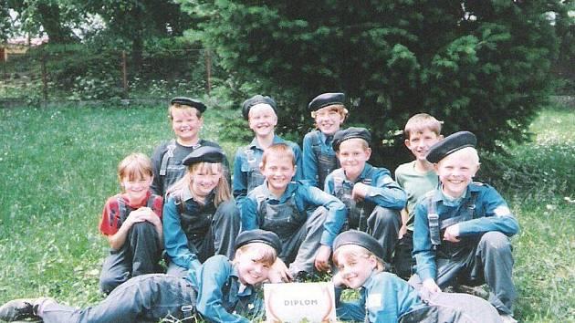 Mladší žáci vybojovali v rámci okresu Žďár nad Sázavou v roce 2000 první místo.
