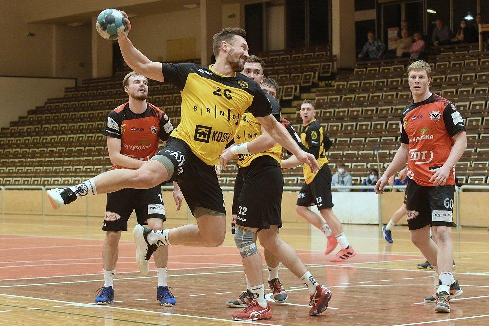 V sobotní dohrávce pátého extraligového kola hráli házenkáři KP Brno (ve žlutém) s Novým Veselím (v červeném) nerozhodně 20:20.