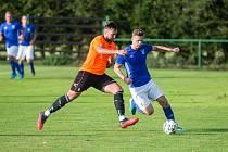 Fotbalisté Nové Vsi (v modrých dresech) přišli o dva zápasy proti kvalitním divizním protivníkům.