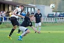 V nedělním derby zdolala rezerva FC Žďas (v černých dresech) juniorku Vrchoviny (v bílých dresech) 2:1.