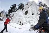 Lezení na ledovou stěnu Velké věže je díky mrazivému počasí připraveno.