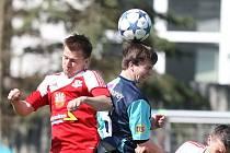 Fotbalisté Třebíče (s číslem 15 David Komínek) poprvé na jaře udrželi čisté konto. To byl důležitý základ k výhře 1:0 nad Blanskem.