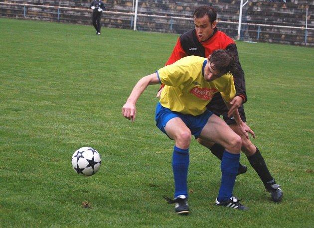 Velkobítešský snajpr Jan Hammer (ve světlém) navázal obnovenou spolupráci s Miroslavem Buchtou, s nímž na jaře vytvořil úderný tandem Spartaku.