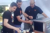 Pivo Střízlík točil na festivalu létající pivovar Mazaný lišák.
