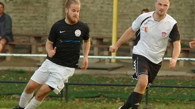 V nadcházejícím ročníku budou fotbalisté béčka Nového Města na Moravě (v bílém dresu zkušený útočník Libor Polnický) nově působit v krajském přeboru.