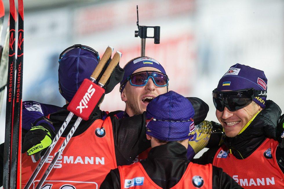 Závod SP v biatlonu (štafeta mužů 4 x 7,5 km) v Novém Městě na Moravě. Na snímku: Radost týmu Ukrajiny po dojezdu do cíle na celkovém 2. místě.