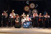 Veselské hudební odpoledne v sokolovně v Novém Veselí se konalo v neděli 26. března. Konečným vystoupením kapely Veseláci bylo přehrání Novoveselské polky přímo z jeviště.