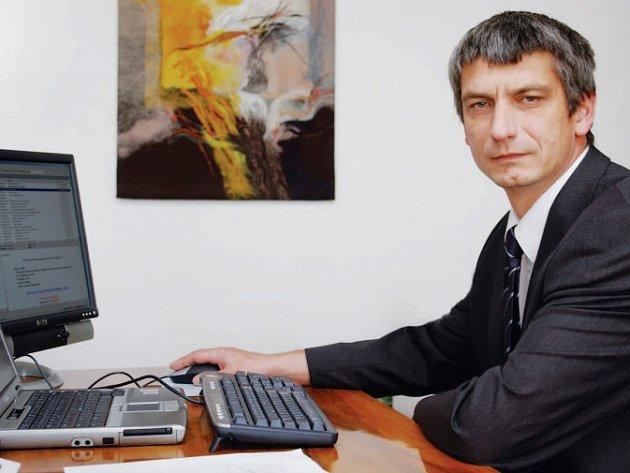 Strojírenská firma ŽĎAS ve Žďáře nad Sázavou má dva a půl tisíce zaměstnanců. V jejím čele stojí generální ředitel Miroslav Šabart.