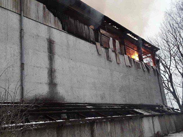 Hned ráno po sedmé hodině vyjely hasičské jednotky k ohlášenému požáru seníku v Řečici.