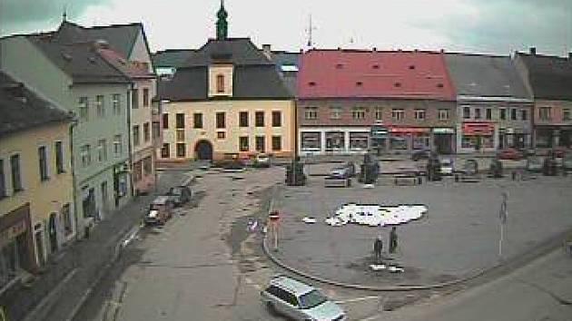 Pohled na část Vratislavova náměstí z webkamery.