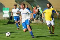 Fotbalisté Rozsoch (v bílých dresech) i rezervy Nové Vsi (ve žlutém) hráli ve svých utkáních osmého kola okresního přeboru nerozhodně.