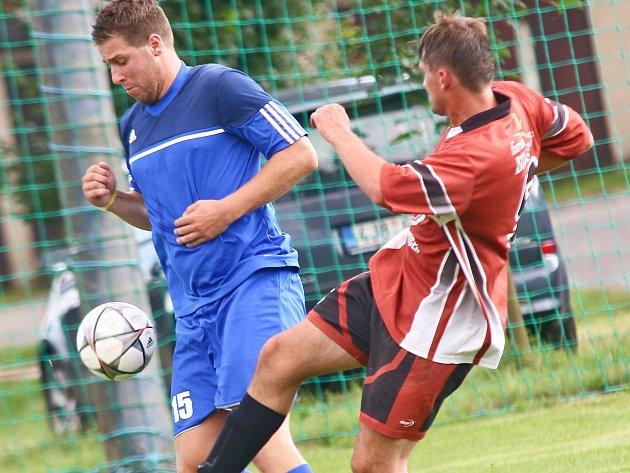 Remízu 2:2 zajistil béčku Hamrů (v modrém) v Bohdalově až vstřelený gól z poslední minuty.