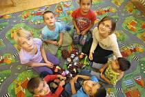 Děti bydlící v azylovém domě se mohou těšit na blížící se vánoční svátky. Každoročně jsou pro ně připraveny dárky, které jim díky Stromu přání nakoupí lidé, kterým není osud druhých lhostejný.