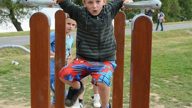 Atrakce u Pilské nádrže využívají hlavně děti, ale řada z nich je i pro dospělé.
