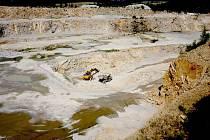 Pětačtyřicet kamenolomů popisuje Průvodce po geologických zajímavostech kraje Vysočina, z toho se jich patnáct, tedy nejvíc, nachází v okrese Žďár nad Sázavou.